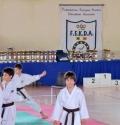 Il podio, le coppe e le medaglie per la premiazione